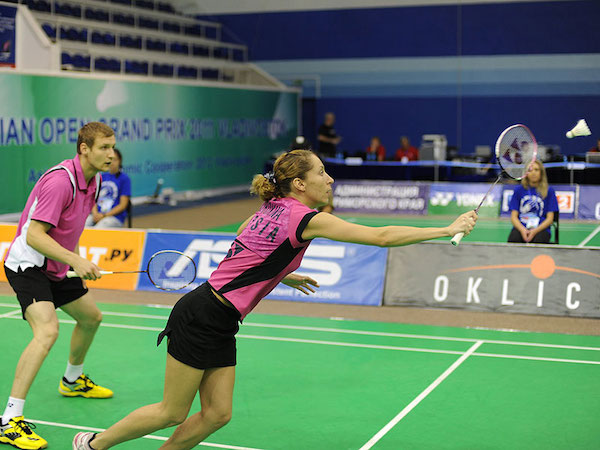This image has an empty alt attribute; its file name is badminton-1.jpg