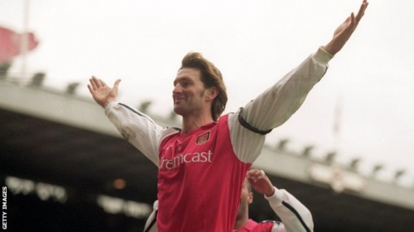 Tony Adams celebrating scoring a goal for Arsenal