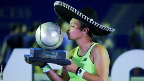 Heather Watson kisses the Mexican Open trophy