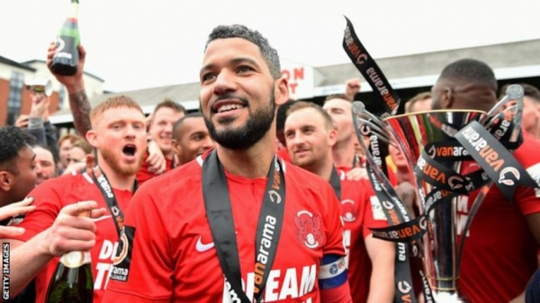 Jobi McAnuff celebrates with Leyton Orient