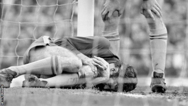 Bonetti required lengthy treatment in the 1970 replay following a class with Jones