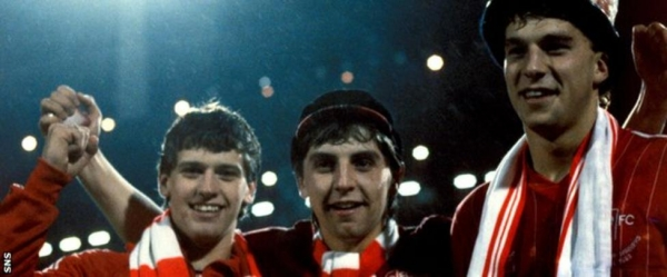John Hewitt (centre) celebrates the Gothenburg success with Eric Black and Neale Cooper