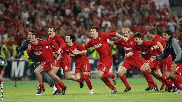 The Liverpool players sprint to congratulate Dudek