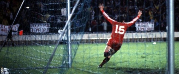 John Hewitt runs off to celebrate after scoring the extra-time winner for Aberdeen against Real Madrid