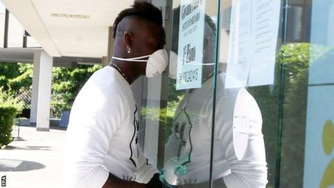 Mario Balotelli wearing a face mask enters the Panathleticon centre for medical tests to assess fitness and health for Serie A club Brescia
